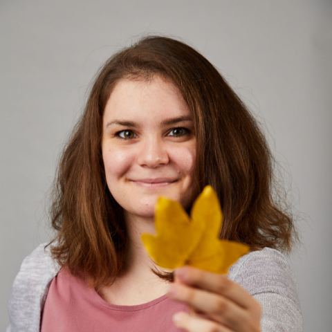 Photo of Olga Gkotsopoulou with leaf